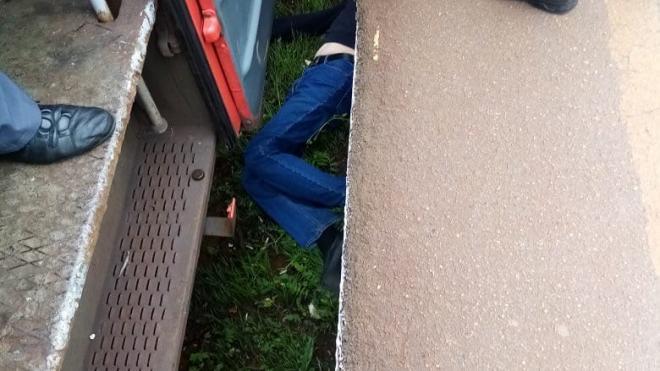 """Мужчина упал с платформы на станции """"Броневая"""""""