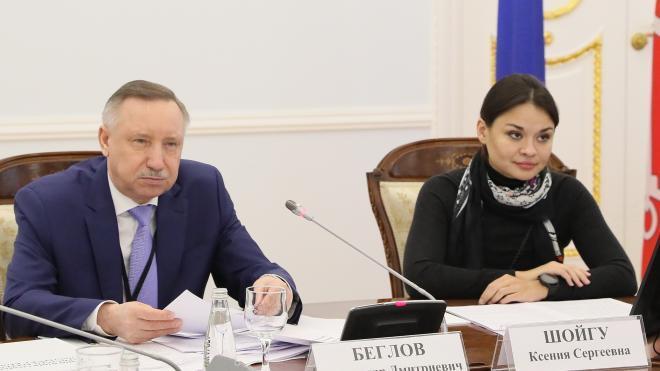 Беглов вручил грамоты членам правительства Петербурга и комитетов Смольного