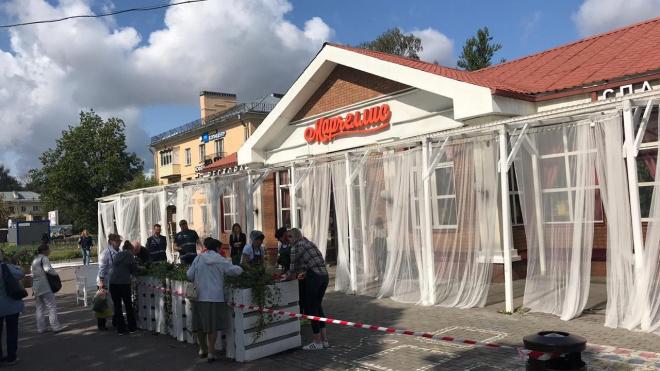 На Гражданском проспекте ККИ снес веранду кафе