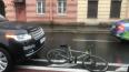 """ДТП на набережной Фонтанки: """"Рендж Ровер"""" сбил велосипед..."""