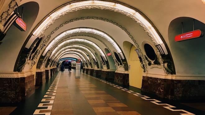 """Станцию метро """"Площадь Восстания"""" закрыли из-за бесхозного предмета"""