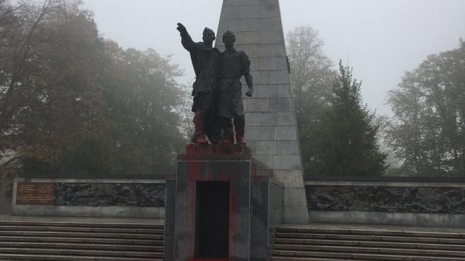 В Чехии памятник Красной армии облили краской