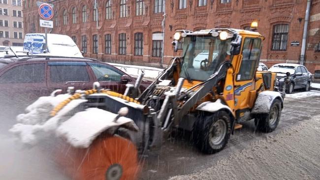 Водоканал и дорожные службы Петербурга перешли на усиленный режим работы