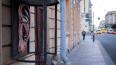 На Суворовском проспекте у телефона выросло гигантское ...