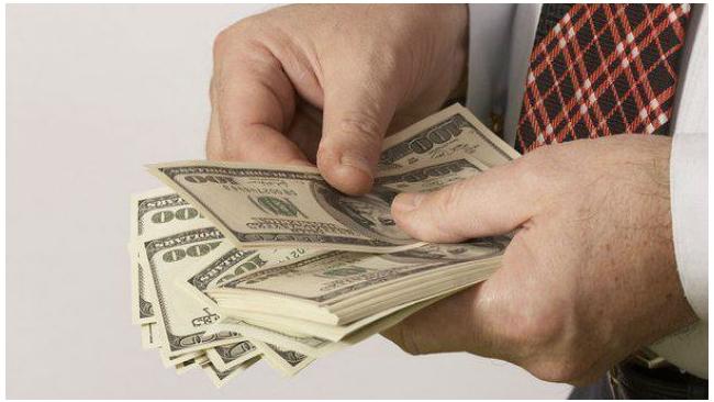 Официальный курс доллара вырос на 2,2 рубля до 67,81 рублей