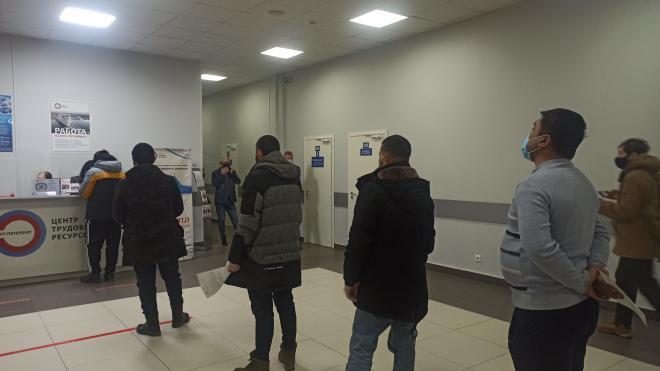 """Иностранным гражданам помогут найти работу в """"Едином миграционном центре"""" Петербурга"""