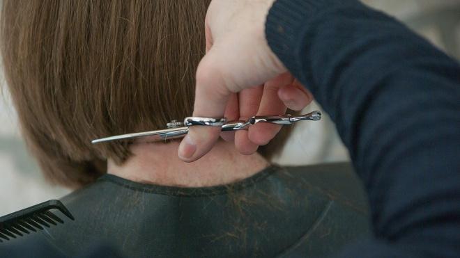 В Петербурге на 15 суток закрыли парикмахерскую, работающую во время самоизоляции