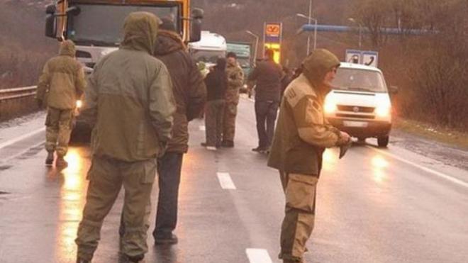 Российские дальнобойщики дали отпор радикалам в Закарпатье
