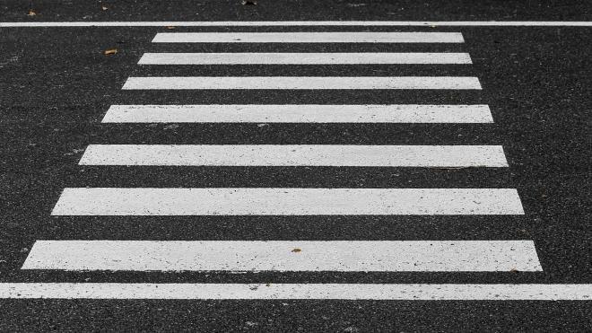 В Тверской области машина сбила на зебре двух подростков и скрылась