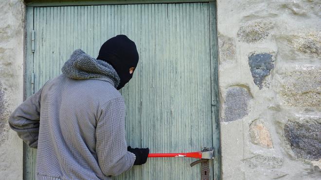 В Мурино неизвестный украл у пенсионера 120 тысяч рублей