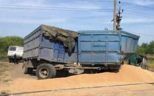 В Саратовской области локомотив срезал кабину КАМАЗа