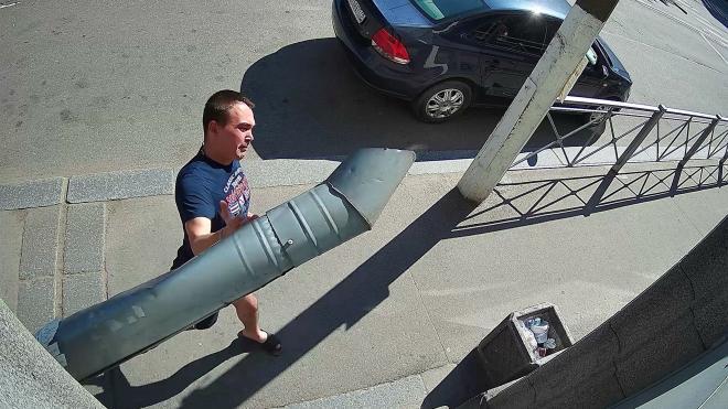 Вандал в Выборге расправился с водопроводной трубой