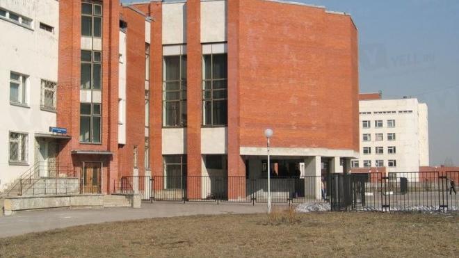 Больницу имени Филатова затопил растаявший снег с крыши
