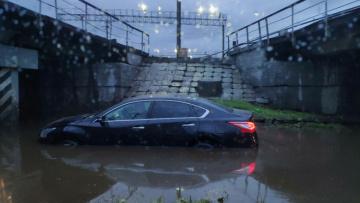 ГУП Водоконал сутки пытался устранить потопы на улицах Петербурга