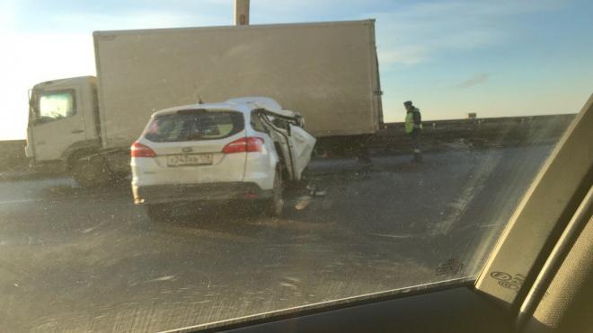 На ЗСД иномарка врезалась в грузовик: пассажир получил серьезные травмы