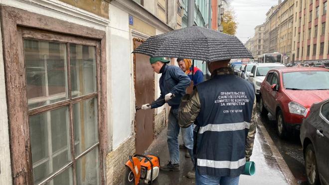 В Петербурге выселили незаконные хостелы и кафе из городских помещений