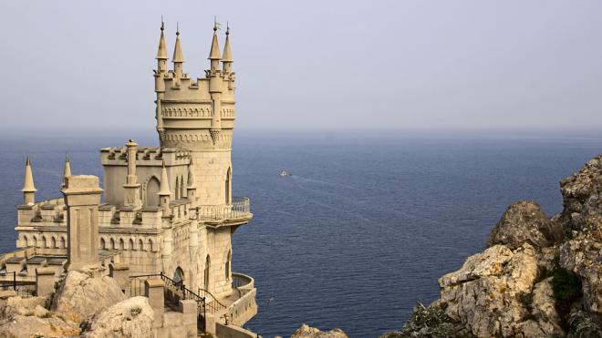 Иностранцам запретили владеть землей в Крыму и Севастополе