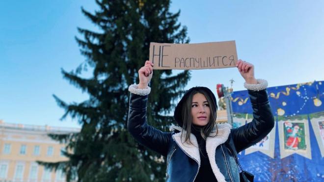 Петербуржцам не нравится живая елка на Дворцовой площади