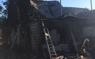 Мать одиночка из Выборгского района потеряла во время пожара дом со всем имуществом