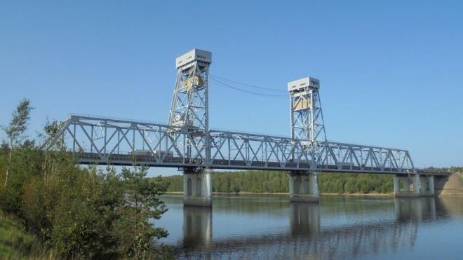 """В пятницу трассу """"Кола"""" перекроют на 2 часа из-за разводки моста через Свирь"""