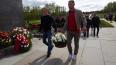 """Футболисты """"Зенита"""" возложили цветы на Пискаревском ..."""