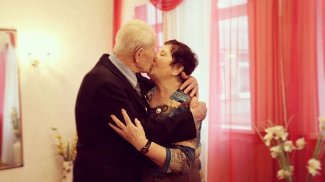 В Ленобласти 77-летняя бабушка вышла замуж за 95-летнего дедушку