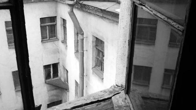 В Кировском районе женщина свела счеты с жизнью