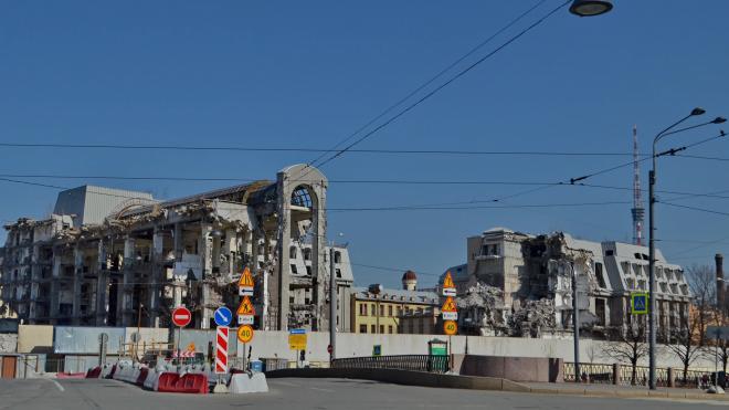 Недостроенную гостиницу на Карповке пока не будут сносить