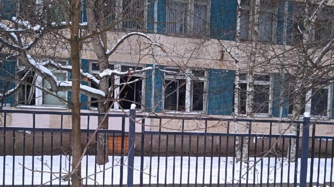 В школе на Хасанской загорелся актовый зал