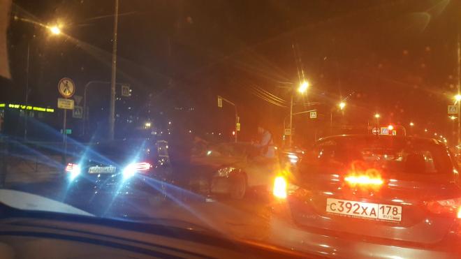 Очевидцы: Безобидная авария на Стачек спровоцировала большую пробку