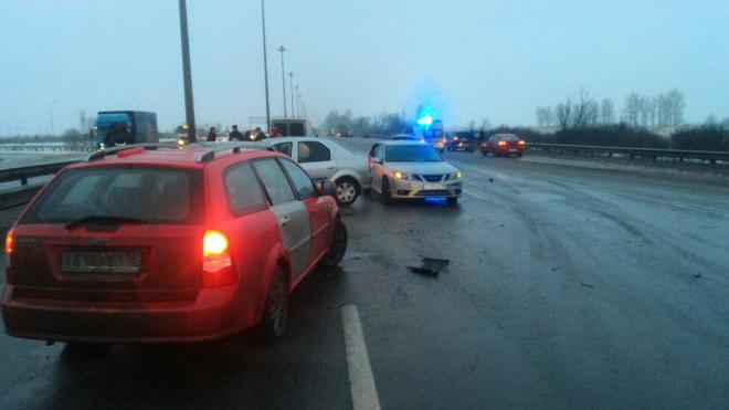 На Киевском шоссе из-за гололеда столкнулось около 50 автомобилей