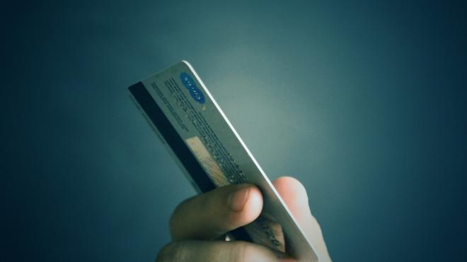 Рецидивистка из вагона-ресторана обчистила банковскую карту пьяного пассажира