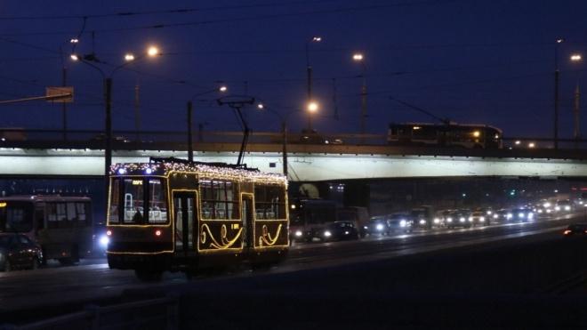 С понедельника по Среднеохтинскому проспекту снова начнут ходить трамваи