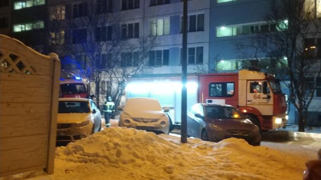 Ночью на Софийской улице тушили горящий мусоропровод