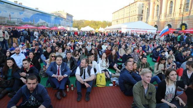 Болельщика матча Россия-Латвия устроили давку в фан-зоне на Конюшенной площади