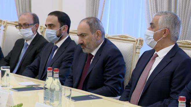 Глава МЧС обсудил ситуацию в Карабахе с армянским коллегой
