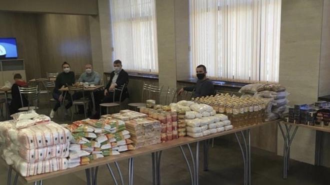 Общественные организации и депутаты Выборга помогают нуждающимся с продуктами