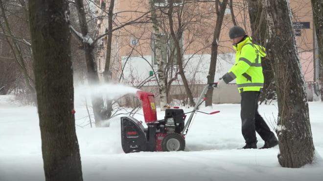 В воскресенье на уборку Петербурга от снега вышло более 1 тысячи машин
