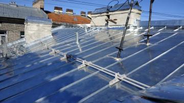 В Василеостровском районе проверили выполнение работ по капитальному ремонту крыш
