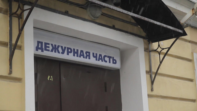 На улице Калинина угонщик напал с ножом на полицейских