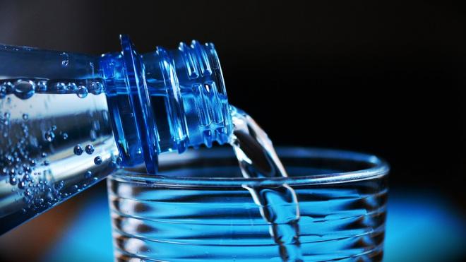 Употребление большого количества воды может привести к повреждению мозга