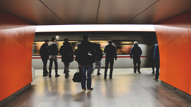 """Петербургское метро: на """"Пролетарской"""" пассажир упал на пути"""