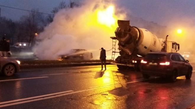 Иномарка загорелась на проезжей части на проспекте Энергетиков
