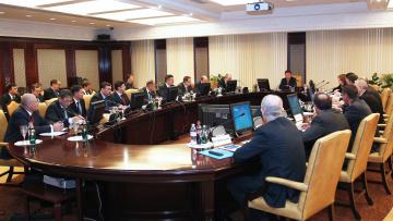 Председатель Жилищного комитета Виктор Борщев провёл ...