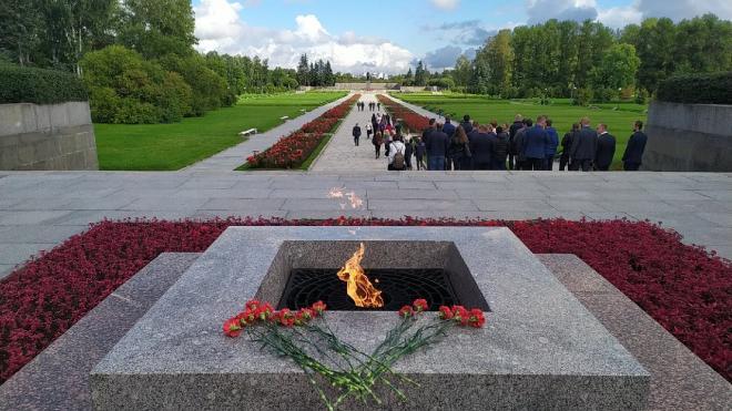 На Пискаревском кладбище открыли мемориальные плиты жителям Ростова и Сталинграда