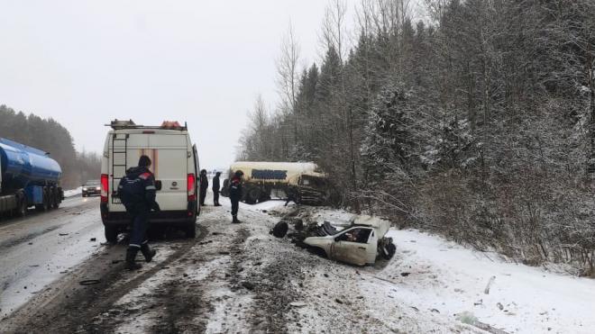 В ДТП на трассе А-120 в Ленобласти погибли водитель и пассажир легковушки