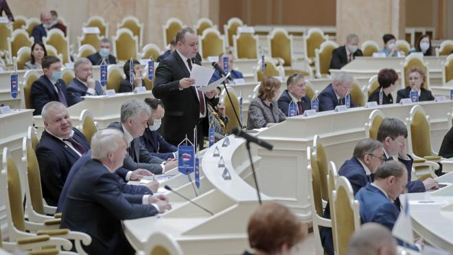 Законопроект о кадетском образовании прошел третье чтение в ЗакСе Петербурга