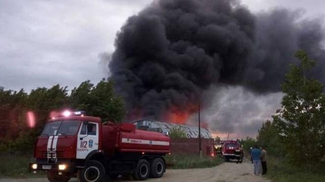 Под Екатеринбургом горели склады с лакокрасочной продукцией