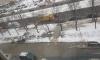 Водоканал собирает разлившуюся воду на Светлановском проспекте