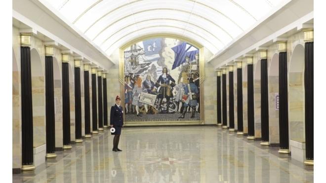Станцию метро «Адмиралтейская» закрыли из-за «бесхозного предмета»
